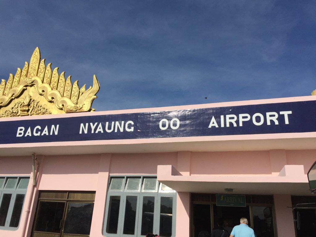 ニャウンウー空港