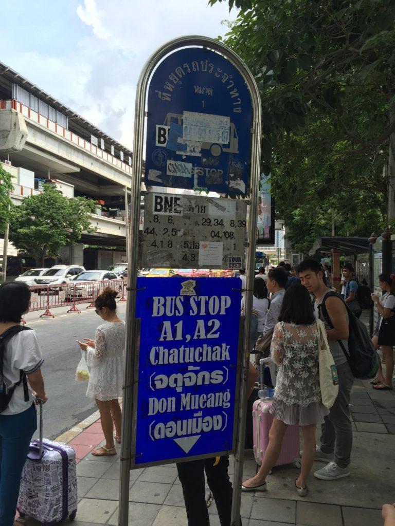 A1,A2のバス停。ドンムアン空港とも記載あり