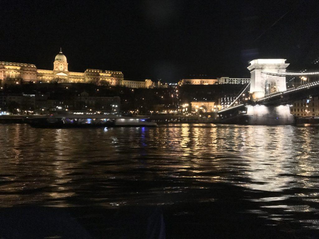 ブダの王宮と鎖橋